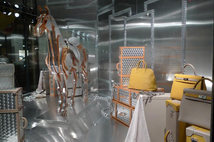 Hermes-metal-horse-window-display-Paris-02